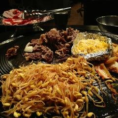 Photo taken at Honey Pig Korean BBQ by Zarutobiiz on 11/5/2012