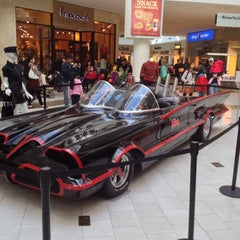 Photo taken at Westfield Hawthorn by Roy G. on 10/27/2012