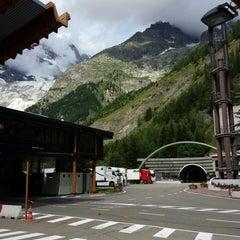 Das Foto wurde bei Traforo Monte Bianco [T1] - Piazzale Sud von 席子 am 7/12/2014 aufgenommen