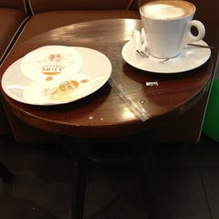 Photo taken at J.Co Donuts & Coffee by Wilson W. on 12/28/2012