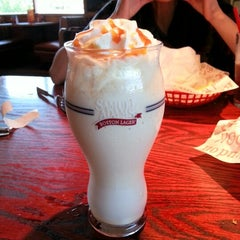 Photo taken at Red Robin Gourmet Burgers by Admiral L. on 9/14/2012