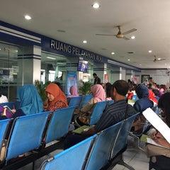 Photo taken at Kantor Imigrasi Kelas I Khusus Surabaya by Hariono W. on 6/9/2015