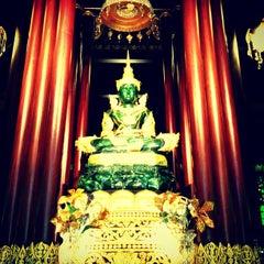 Photo taken at วัดพระแก้ว (Wat Phra Kaeo) by Aurapim V. on 10/23/2012
