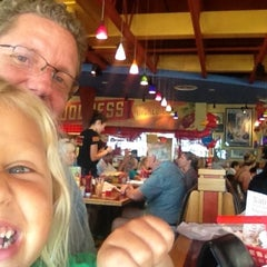 Photo taken at Red Robin Gourmet Burgers by Gary H. on 9/23/2012