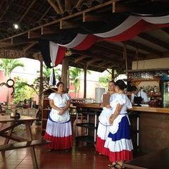Photo taken at La Choza De Laurel by Jazmín R. on 11/14/2012