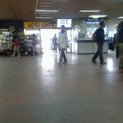 Photo taken at Medan Gopeng Bus Terminal by adeq p. on 3/17/2013