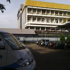 Photo taken at Plasa Telkom Jakarta Timur by Akhsa N. on 6/19/2013