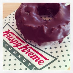 Photo taken at Krispy Kreme by Bessie L. on 1/30/2013