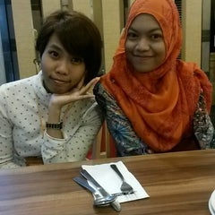 Photo taken at Pizza Hut by aQidz a. on 7/2/2014