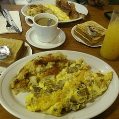 Photo taken at Murry & Paul's Restaurant by foodie huxtable on 4/21/2014