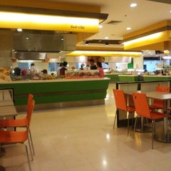 Photo taken at FoodPark @ Central Plaza Phitsanulok by : P on 11/25/2015