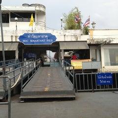 Photo taken at ท่าวัดมหาธาตุ (Wat Mahathat Pier) by กอล์ฟฟี่ ผ. on 3/3/2013