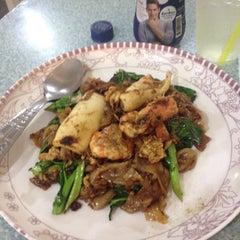 Photo taken at ร้านยาย อาหารเเซบเวอร์ by Issey Miyake on 5/14/2013
