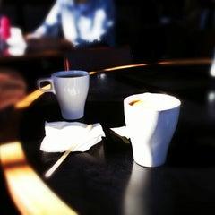 Photo taken at Lama Bean's Cafe བླ་མ་ by Tim H. on 10/7/2012