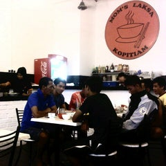 Photo taken at Mom's Laksa Kopitiam by Muhammad F. on 2/5/2013