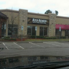 Photo taken at Red Robin Gourmet Burgers by Dennis S. on 2/11/2013