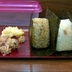 Photo taken at Niko Niko Onigiri by Jaslyn C. on 4/19/2013