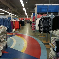 Photo taken at Old Navy by Jnette B. on 3/1/2013