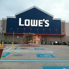 Photo taken at Lowe's Home Improvement by rinux on 6/22/2013