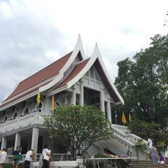 Photo taken at วัดญาณเวศกวัน (Wat Nyanavesakavan) by Kityaporn C. on 7/30/2015