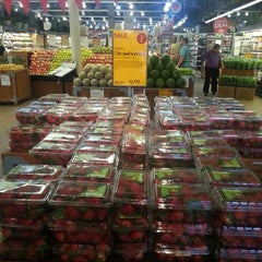 Photo taken at Whole Foods Market by José B. A. on 5/21/2013