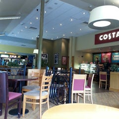 Photo taken at Costa Coffee by Fabiano D. on 7/13/2014