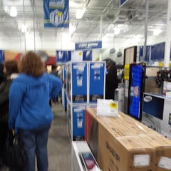 Photo taken at Best Buy by Keith A. on 11/28/2013
