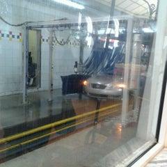 Photo taken at Simoniz Car Wash by Fernanda K. on 11/7/2012