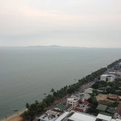 Photo taken at V8 Seaview Jomtien by Viewtalay F. on 1/30/2013