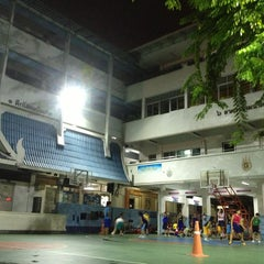 Photo taken at โรงเรียนสตรีวัดมหาพฤฒาราม (Mahaprutaram Girls' School) by Mimilk on 6/28/2013