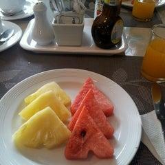 Photo taken at Samran Place Hotel (โรงแรมสำราญเพลส) by Paul K. on 2/16/2014