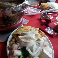 Photo taken at Restaurant Ho Ho Steamboat (好好海鲜火锅之家) by Bosco N. on 9/6/2014