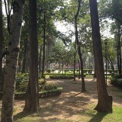 Photo taken at Parque Arboledas by Irwin D. on 10/31/2012