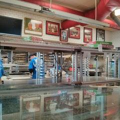 Photo taken at La Nova Pizzeria by Jonathan E. on 11/29/2013