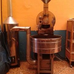 Photo taken at Café Del Fondo by Rubí M. on 5/2/2013