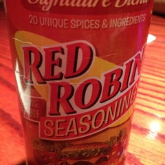Photo taken at Red Robin Gourmet Burgers by Liz D. on 10/21/2012