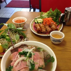 Photo taken at Good Noodle Restaurant by Michael N. on 5/10/2014