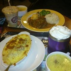 Photo taken at Mr. Brown Coffee 美麗華店 by 佳玲 蔡. on 5/22/2013