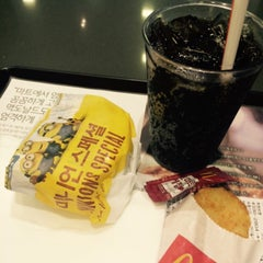 Photo taken at 맥도날드 (McDonald's) by Jewellen on 7/31/2015