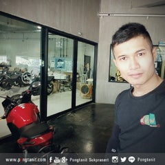 Photo taken at Honda Big Wing by Pongtanit S. on 4/5/2015