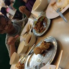Photo taken at Silver Crown Restaurant by Gwen G. on 9/6/2015
