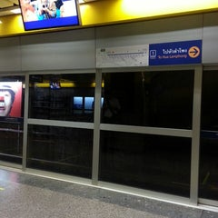 Photo taken at MRT พหลโยธิน (Phahon Yothin) PHA by Gracine L. on 5/24/2013