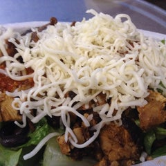 Photo taken at Chipotle Mexican Grill by Ysidro A. on 6/7/2014