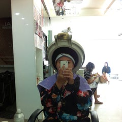 Photo taken at Nui Salon by Muay T. on 1/16/2015