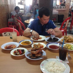 Photo taken at Restoran Hoover by Fareed A. on 1/13/2016