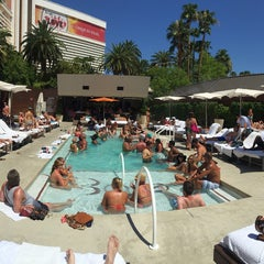 Photo taken at Bare Pool Lounge by Deivid S. on 7/27/2015