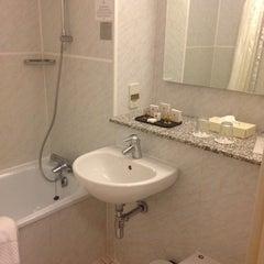 Photo taken at Copthorne Tara Hotel London Kensington by Vicky H. on 12/31/2012