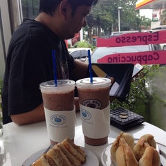 Photo taken at Caffè D´Oro (คาเฟ ดิโอโร่) by Littleangelmee on 9/30/2014