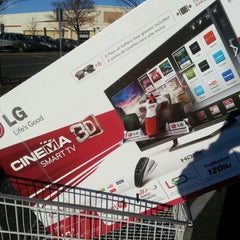 Photo taken at Costco Wholesale Club by Dwight B. on 1/10/2013