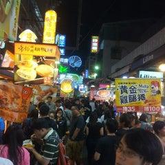 Photo taken at 逢甲夜市 Fengjia Night Market by Debbie on 10/11/2012
